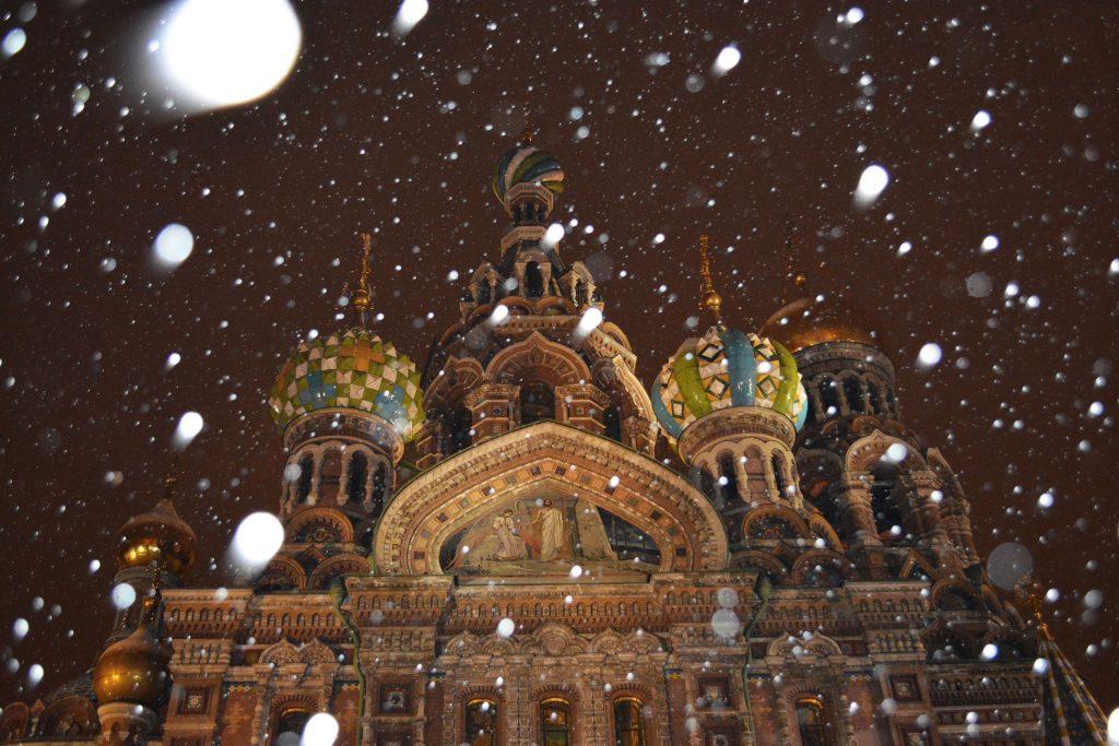 Église de Saint-Sauveur sous la neige