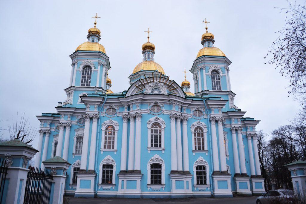 Façade extérieur de l'église Saint-Nicole à Saint-Pétersbourg en Russie