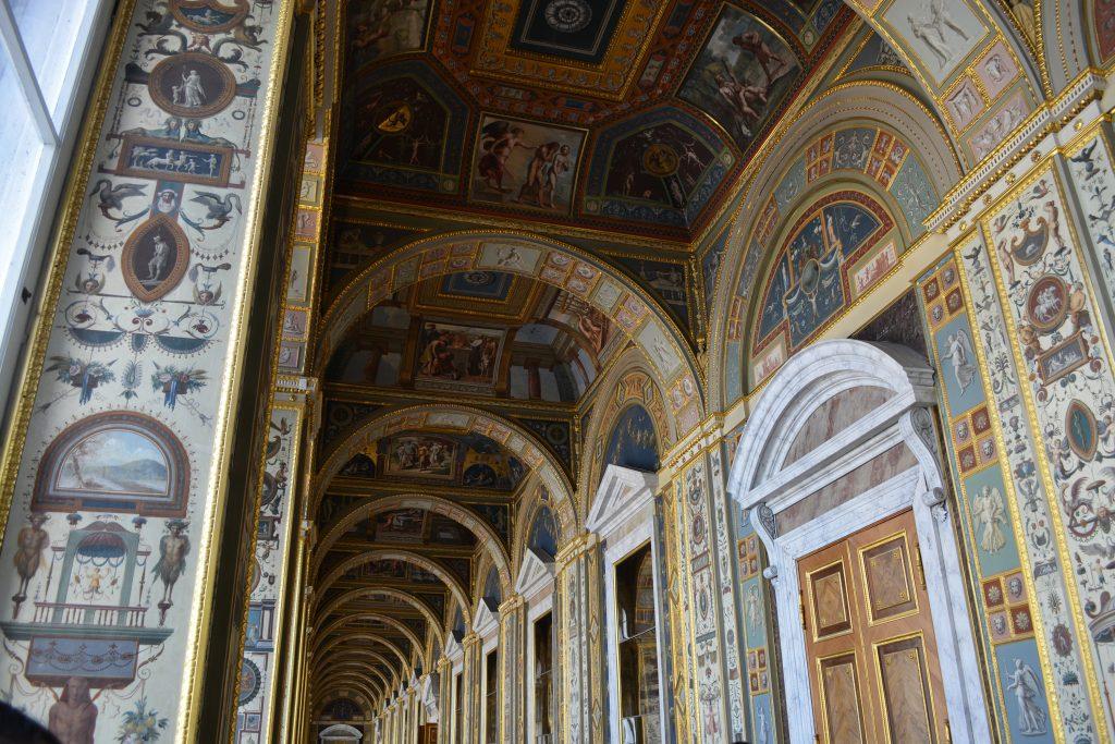 La cour du musée de L'Hermitage à Saint-Pétersbourg en Russie