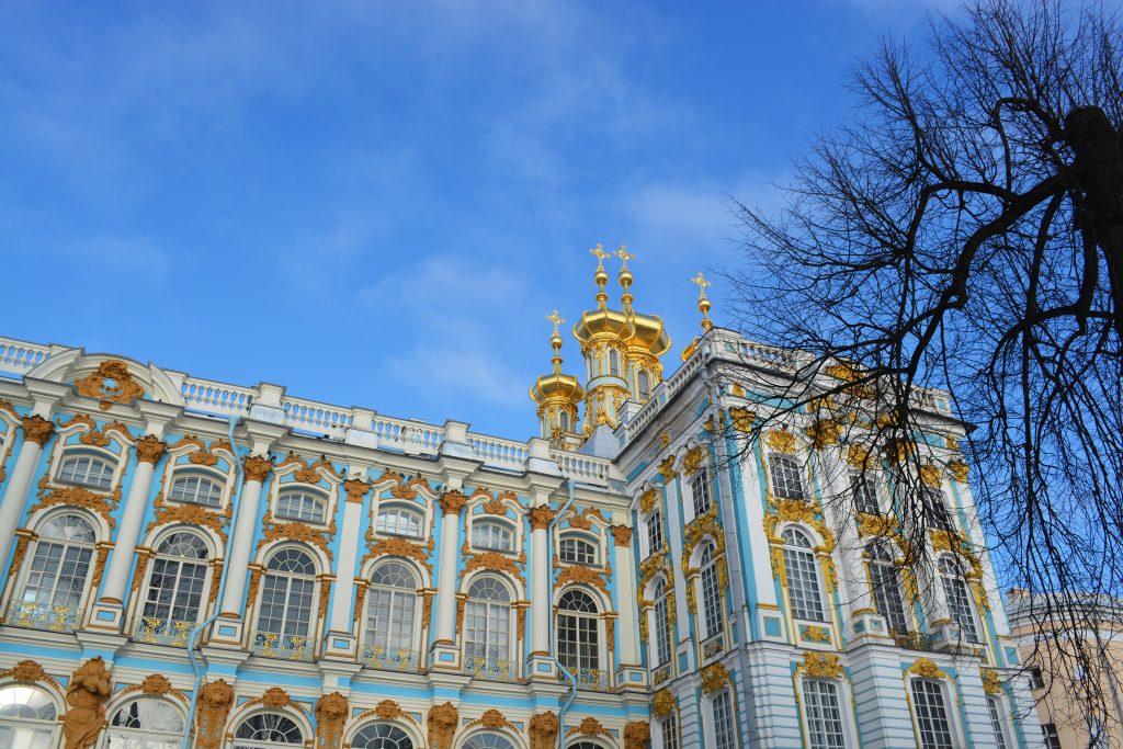 L'extérieur du musée de Pouchkine à Saint-Pétersbourg en Russie