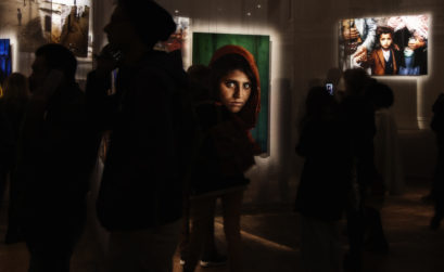 voyage - exposition steve mccurry - fille afghane