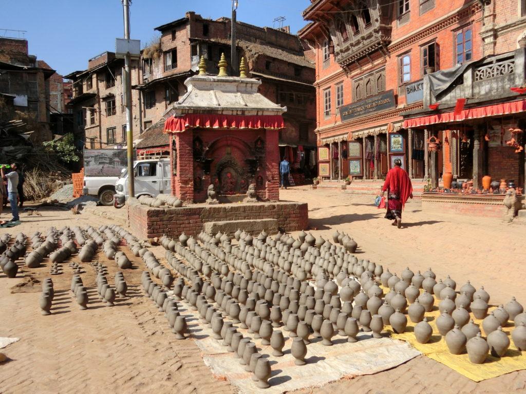 Népal, place des potiers à Bhaktapur