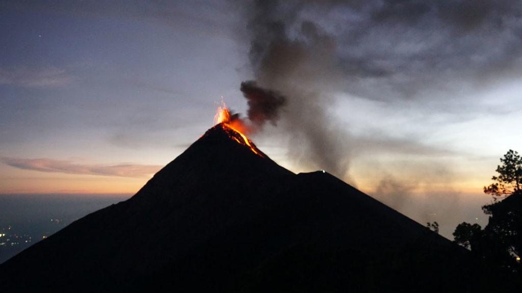 Éruption volcanique du Volcan Acatenango