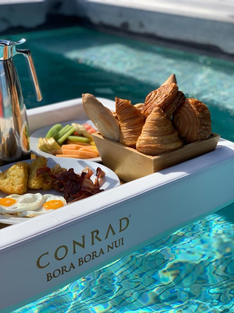 Petit déjeuner sur palteau flotant
