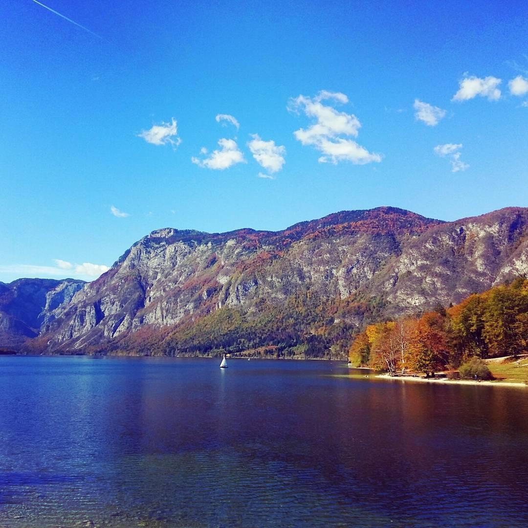 Lac Bohinj en automne, Slovénie
